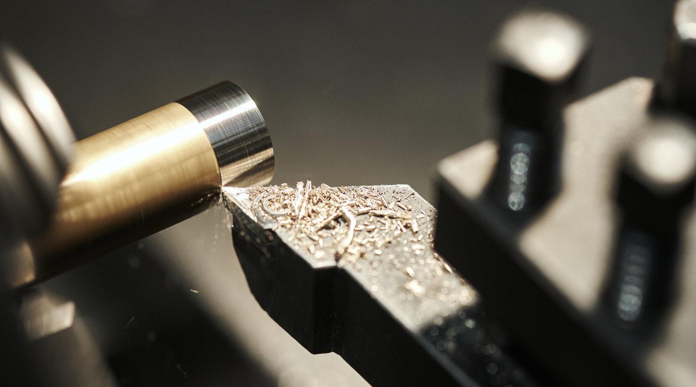 Tornitura di una barra di ottone